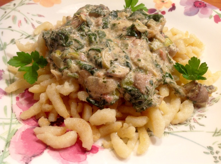 Noodles with mushroom and spinach sauce